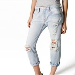 Distressed boy crop American eagle jeans